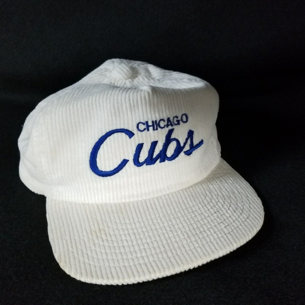 uk availability e792e d498e Chicago Cubs Corduroy Hat • one size fits all • very used - Depop