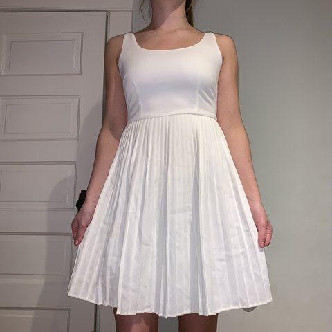 f8542e249a91 @periwall. 4 months ago. Hickory, United States. classy white dress SIZE S  but could also fit a M. so flattering