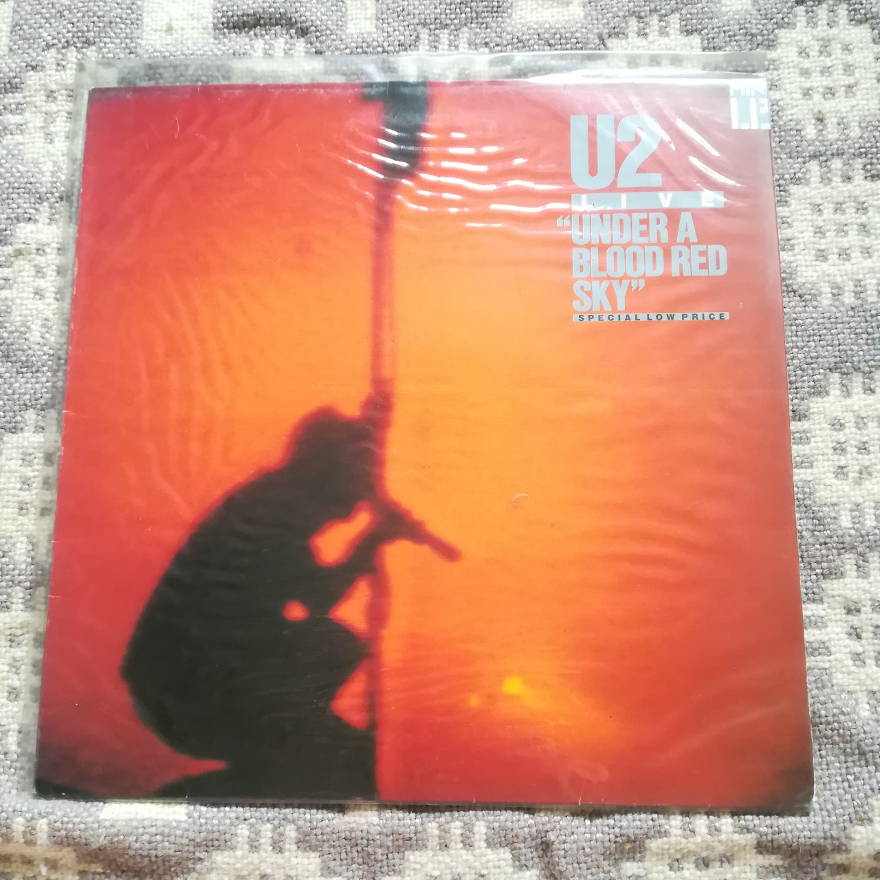 U2 - Under A Blood Red Sky, live recording 12