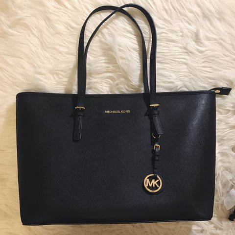079a9e950eea53 @suzyy23. 2 years ago. London, UK. Authentic Michael Kors tote bag in  black. Used only few times.