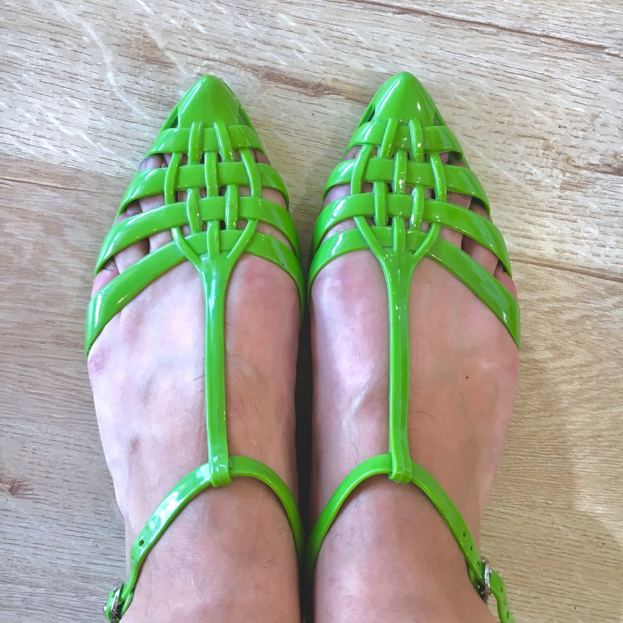 88f593541dfb Cute green jelly shoes! 90s