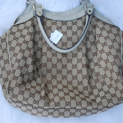 9acadf5c015520 100% Authentic GUCCI SUKEY Gucci Sukey PM in Beige Canvas, - Depop