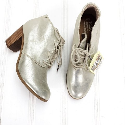 bb996461a75 TOMS Womens 9 Lunata Lace Up White Gold Metallic Ankle Boots - Depop