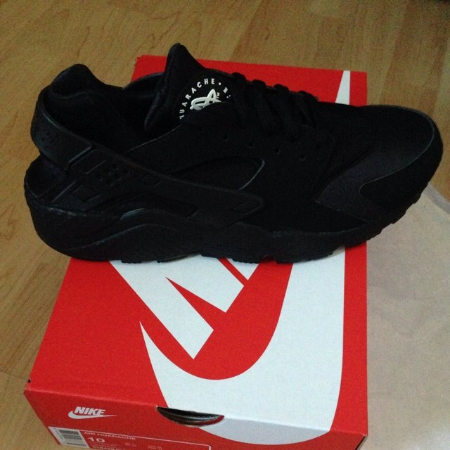 9c3293db8d99 Brand new huaraches latest ones out!! They were released and - Depop