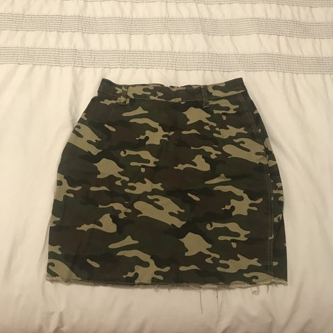 b158130f63b6 @leighchristina. 10 months ago. Bungay, United Kingdom. Pretty little thing  camo denim mini skirt. UK size 8.