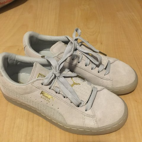 43a11cb3dad286 Women puma suede shoes. Worn once