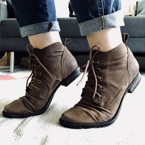 220e3facab9e3 Sam Edelman Mare Ankle Boots Brown Pebbled Leather Rubber to - Depop
