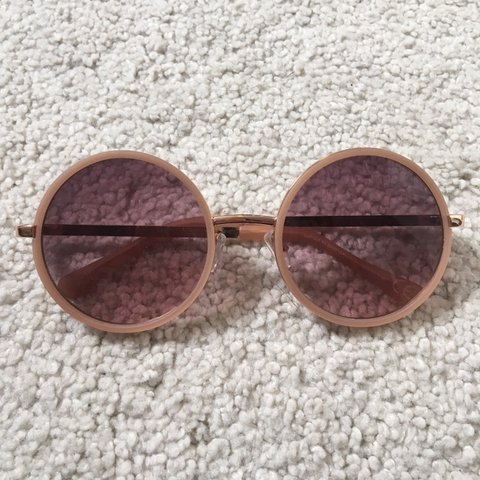 c7b5964d5f2bc 📦FREE SHIPPING📦 Cute round rose gold sun glasses! Really - Depop