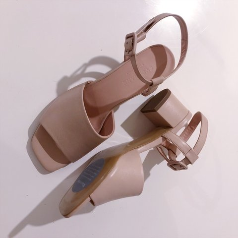 3805cc262a1 PRICE LOWERED Everlane Block Heel Sandal Pale Rose   true to - Depop