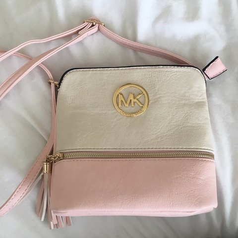24f13502db4b @laurenx7x. 8 months ago. Edinburgh, United Kingdom. Michael Kors pink and  white shoulder bag. Only been used a few times still ...