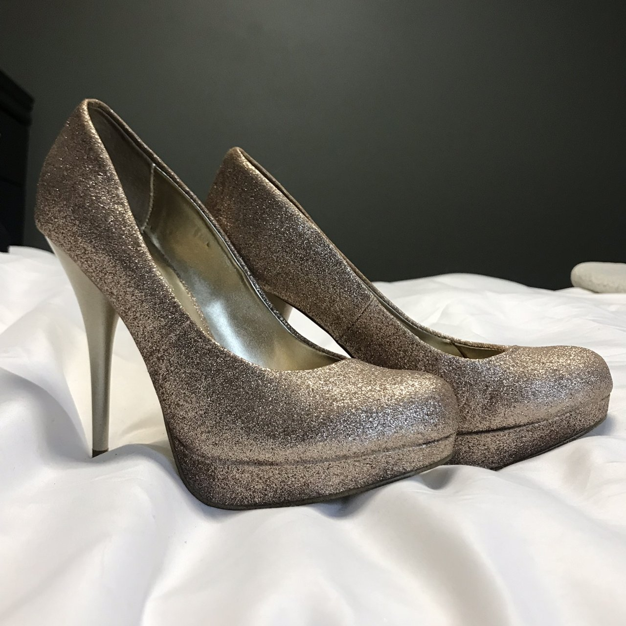 513747838cc2 @aamberhinds. 7 months ago. Oxford, United States. Steve Madden gold glitter  heels.