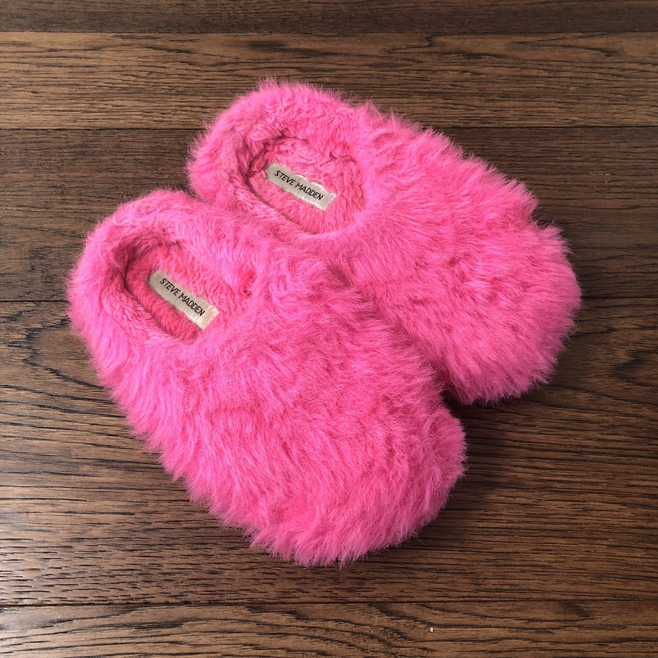 60e0c4488cc 90s fuzzy pink Steve Madden slippers Size 8 women s Insole - Depop