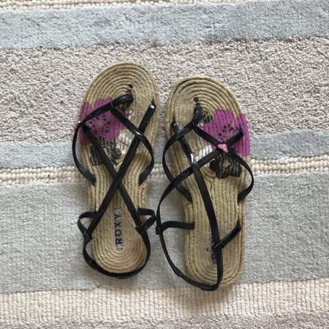 4b06d3323 Roxy sandals - size 6 - worn a handful of times - tiny of in - Depop