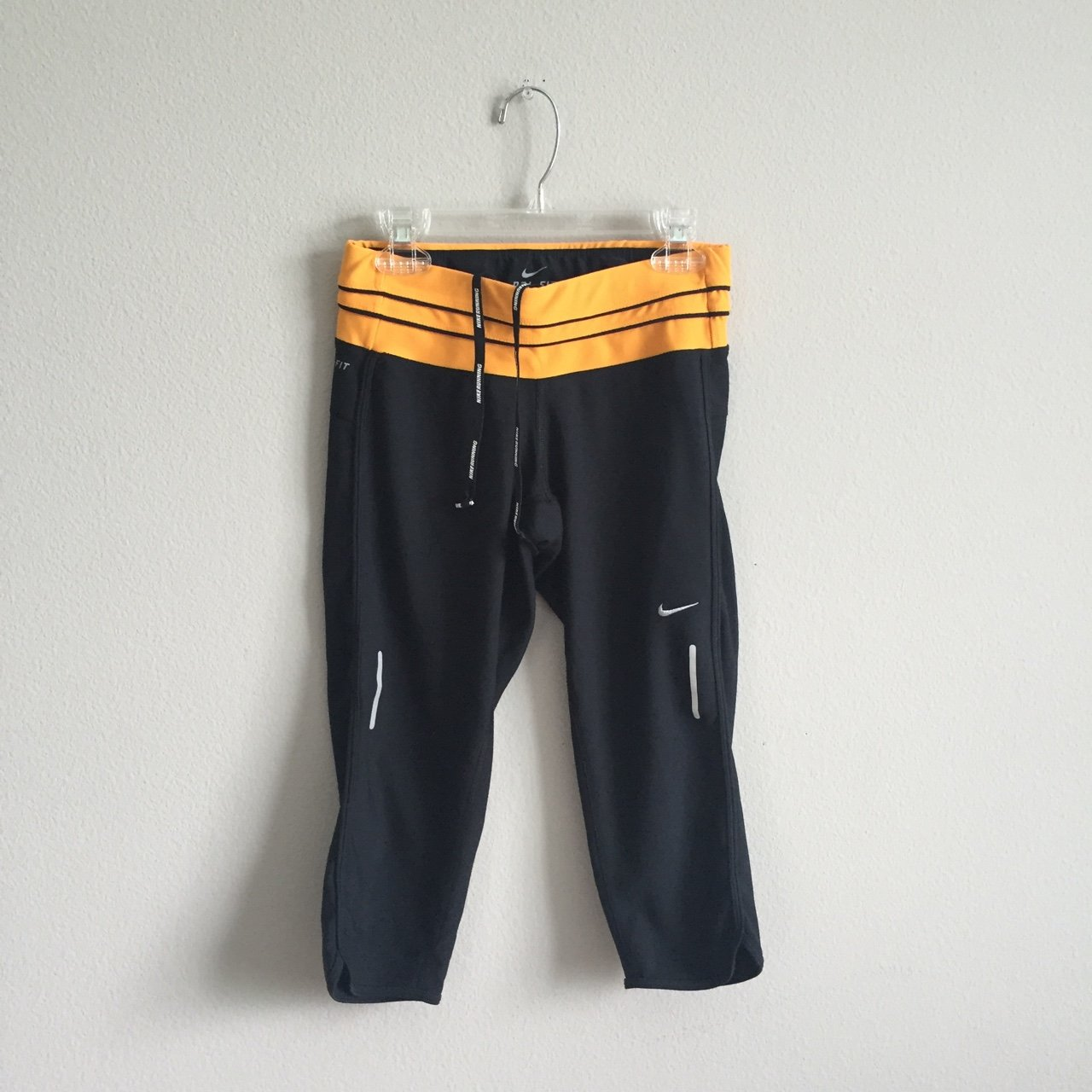 f1e007959fc6 Nike capri workout bottoms - Depop