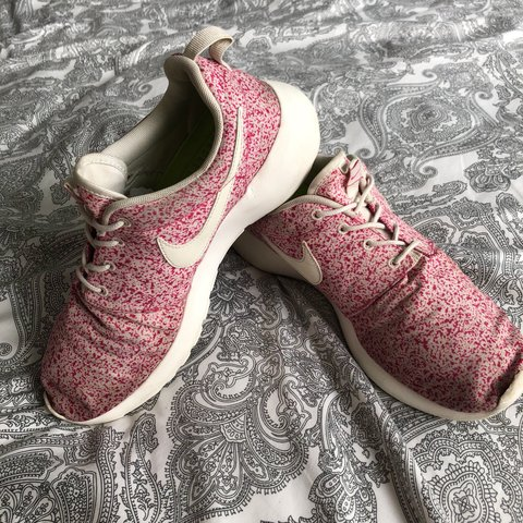 official photos ba0bb 952c2  sarahform7. 6 months ago. United Kingdom. Nike Pink Grey Speckled Roshe Run