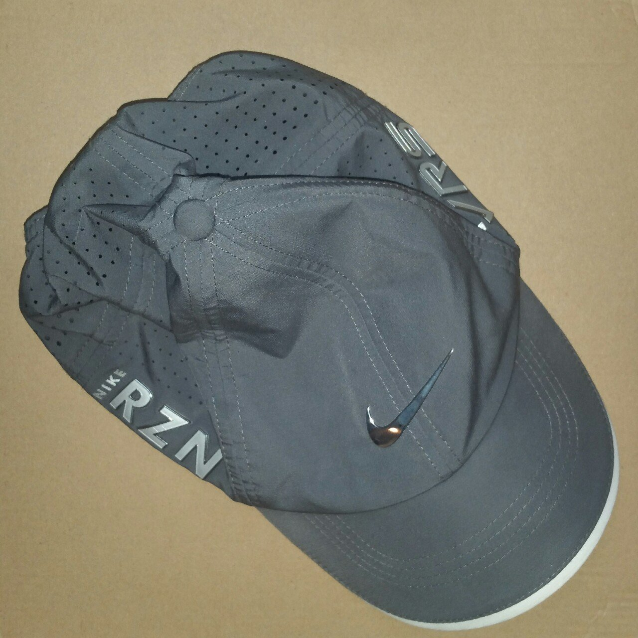 Men s Grey Nike RZN sports cap. Used 715047313b7