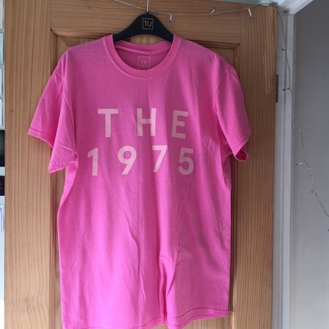 aaa30720f24bce Official The 1975 tee!💓 Kept in great condition✨   little - Depop