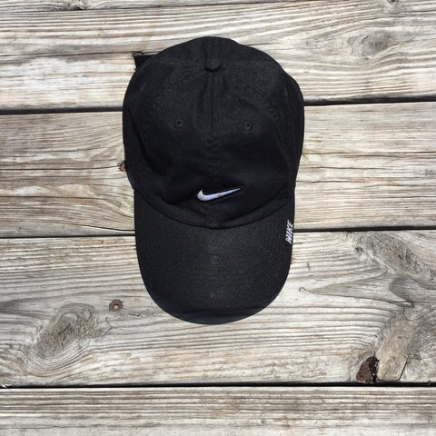 890e101c20048 Nike hat Haven t worn in awhile Just has been sitting in - Depop