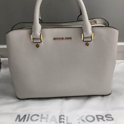 9e3b2cdc2902 @paigemeredith. 4 months ago. Auckland, New Zealand. Authentic Micheal Kors  Selma medium ...