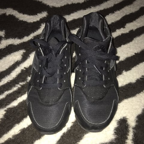 21d5bed4bce5 Nike huarache trainers in black size uk 6 junior so would a - Depop