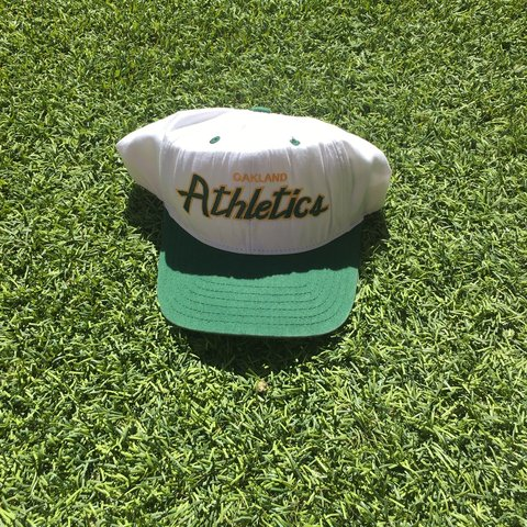 ff5f386228cf5 Vintage Oakland Athletics SnapBack 9 10 Condition - Depop