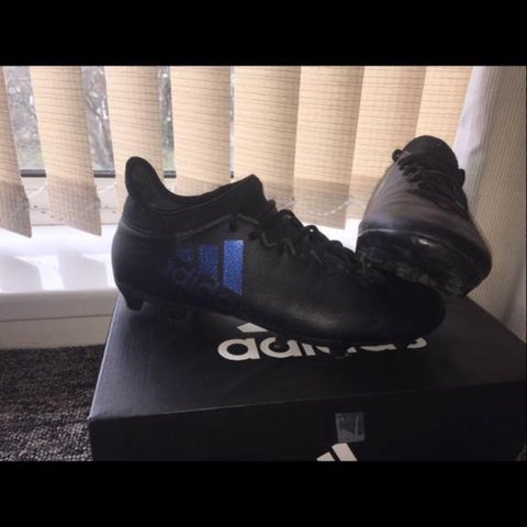 b05a7311988 Black Adidas football boots good condition uk size 7 no - Depop