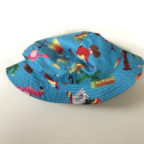 Vans Flamingo bucket hat Used once No flaws Unisex - Depop 7b07f094c