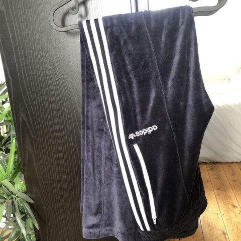 15c30b94f989  lauraddd. 8 months ago. United Kingdom. blue adidas velour track pants  men s size small