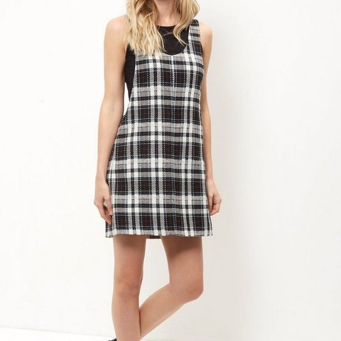 2c4be06db08  estiecu123. 8 months ago. United Kingdom. NEW LOOK- White Check Pinafore  Dress Size 10