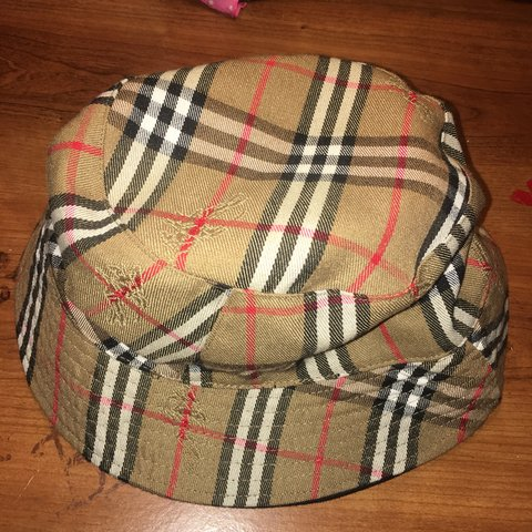 06c7c989f2d9 Burberry Bucket Hat (Authentic) No flaws tags  guess