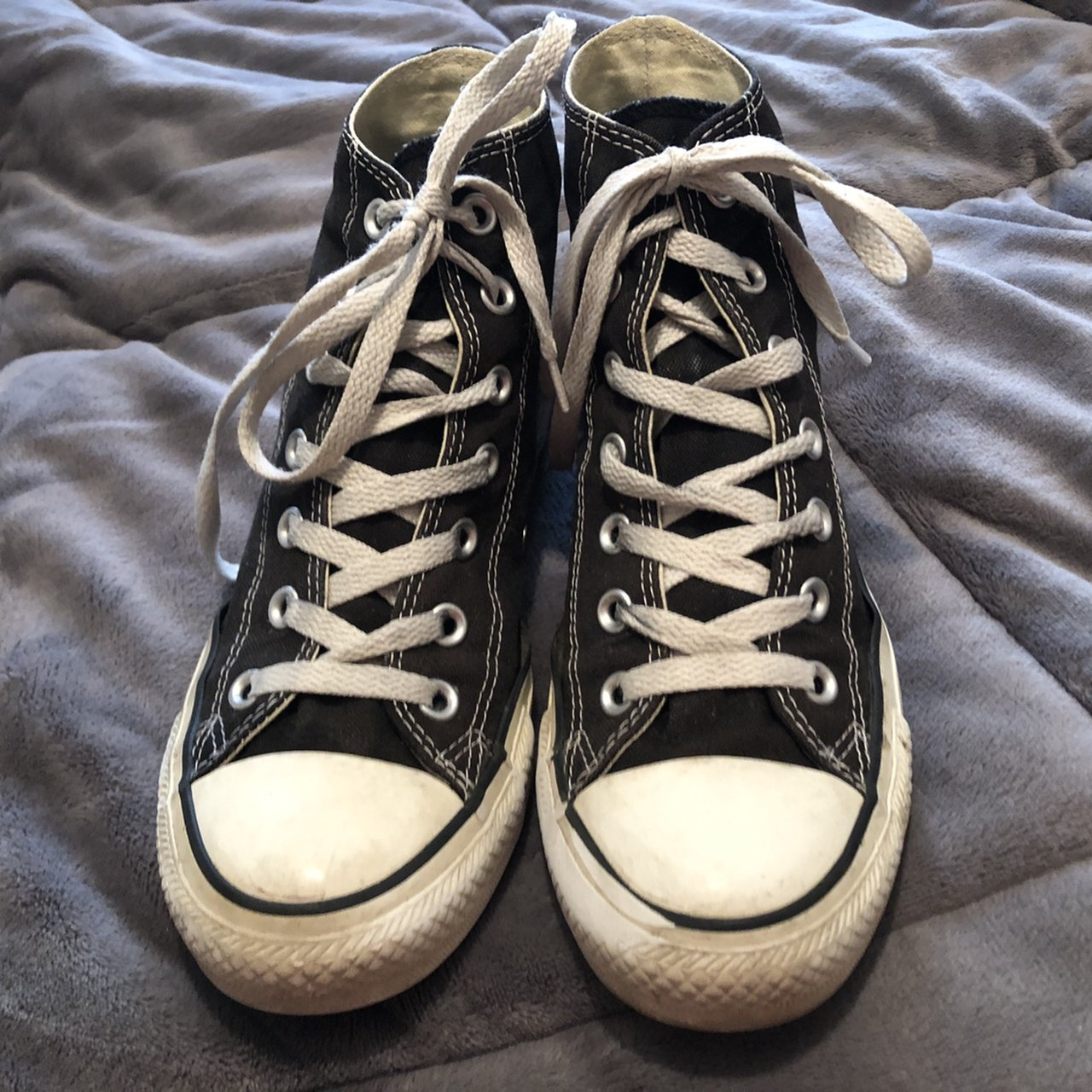 edc3508117b5 These converse are a little worn out but still adorable! are - Depop