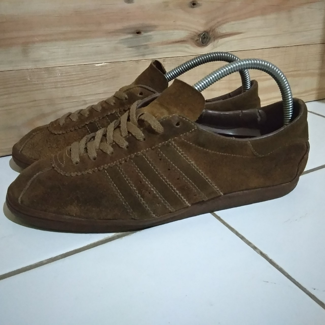 6fab4f35d6ee7 Adidas tobacco vintage Made in canada Size... - Depop