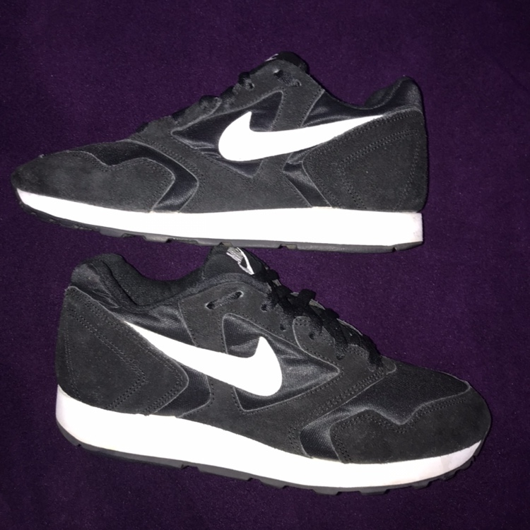 1993 NIKE DECADES SIZE 9 VERY RARE 8.5/10