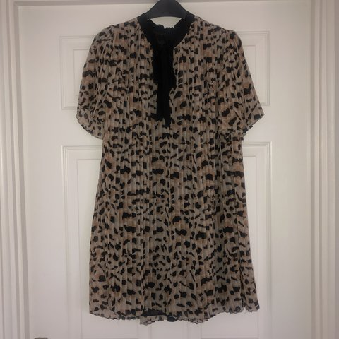 008ab68267b7 @sazrichards. 23 days ago. Cardiff, United Kingdom. LEOPARD PRINT PLEATED  ZARA JUMPSUIT ...