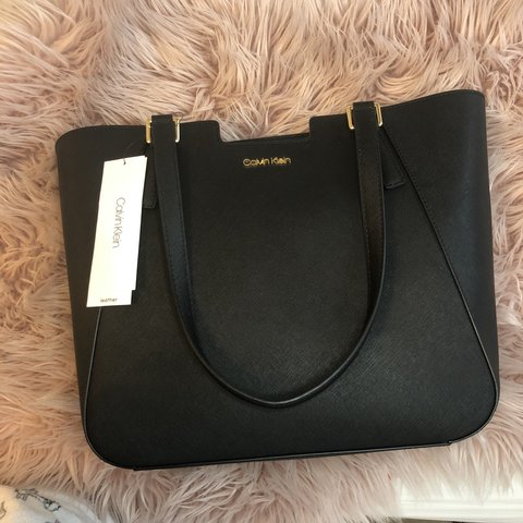 43077afd48 @ledzstuff. 9 months ago. Toronto, Canada. BRAND NEW WITH TAGS CALVIN KLEIN  TOTE PURSE Real leather