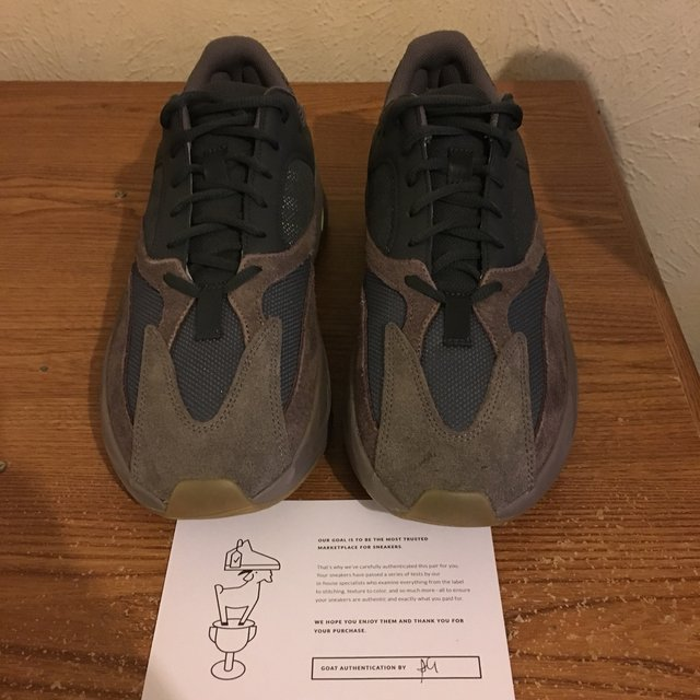 low priced 50205 bc16a Yeezy 700 mauve Great condition Bought from goat... - Depop