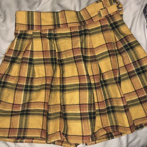 46cb0a7bc NWOT Missguided X Madison Beer yellow plaid tennis skirt. US - Depop