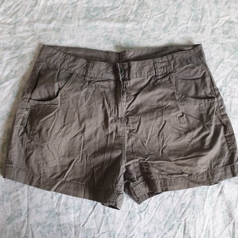 cd3e5a31d3c2b Grey mountain warehouse shorts. Perfect for hiking or going - Depop