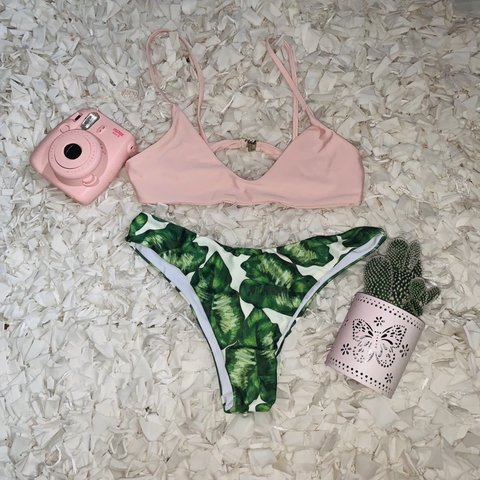 a18d96e512218 brand new without tags bikini! light pink top that clasps in - Depop