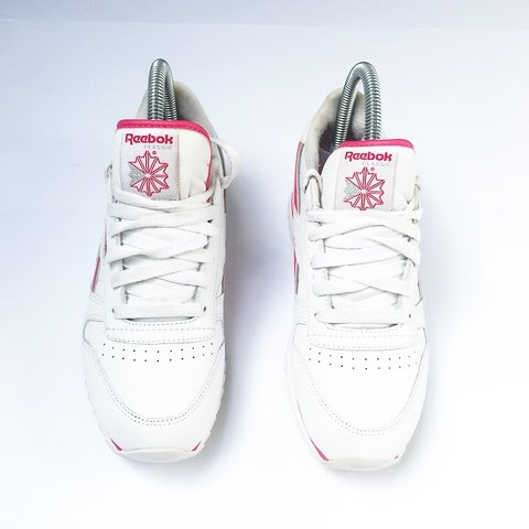 7cfb7af464b3d  simplyretro. 6 hours ago. United Kingdom. 🔥 REEBOK CLASSIC Y2K VINTAGE  WHITE AND PINK TRAINERS 🔥