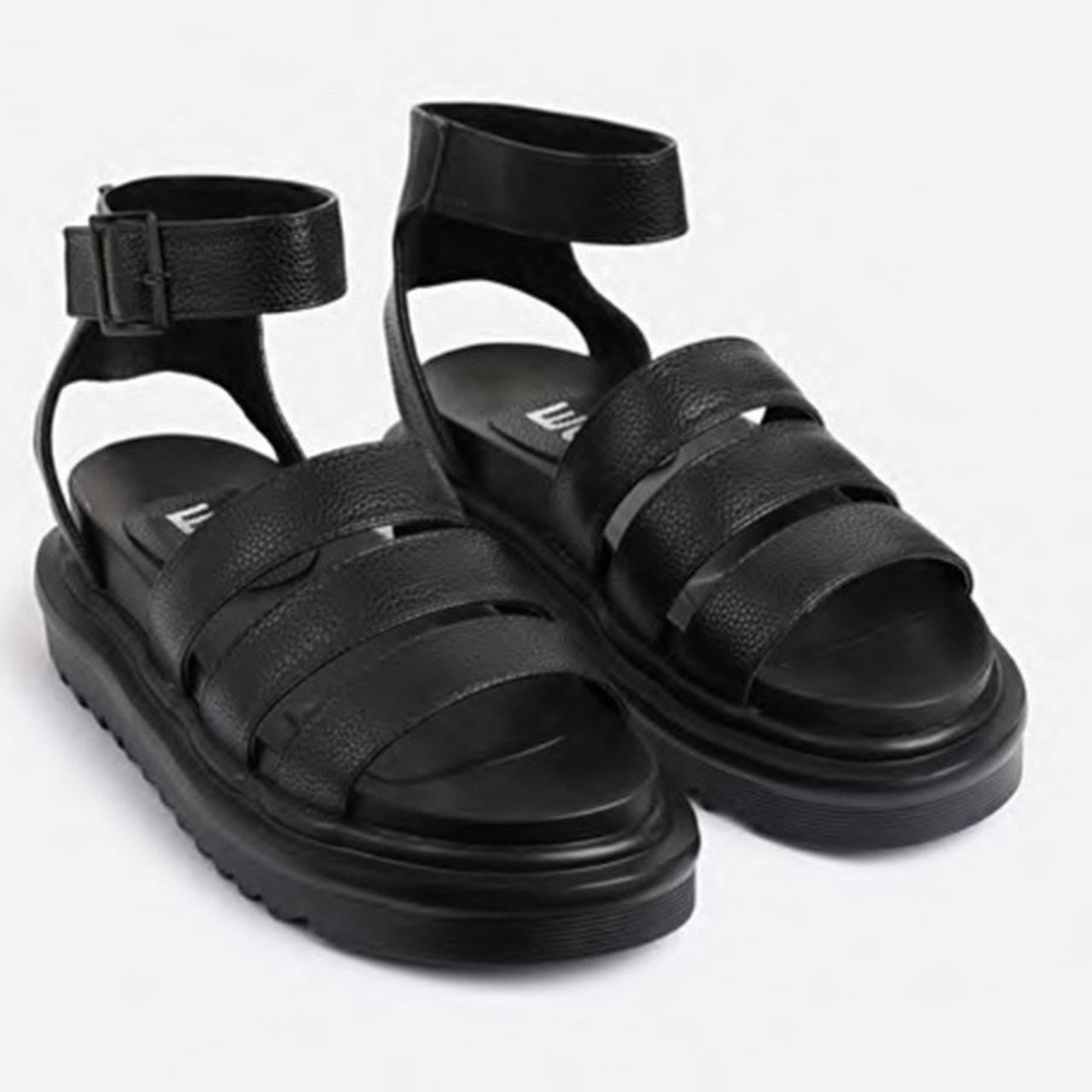 Clueless chunky sole sandals in black