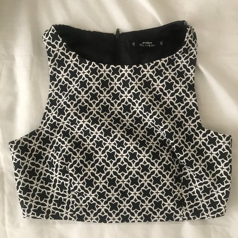 46c101322b63a5 miss selfridge black and white patterned cut out crop in 10 - Depop