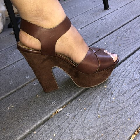 072491a53a9 PRICE DROP!! Cute fall heels! Perfect with any outfit. brown - Depop