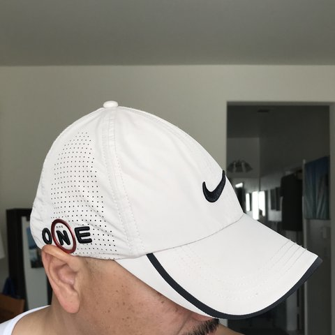 fe219dddd4fb7 Comfortable dri-fit Nike golf hat. Lightweight fabric that - Depop