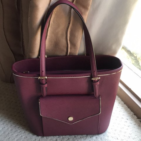 8481dd6bccb43d @environment. 4 days ago. Los Angeles, United States. Nice new Michael Kors  Bag Red with pocket