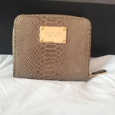 9cc428054cea 100% Authentic Michael Kors Wallet, Got as a gift and never - Depop