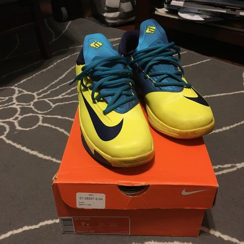 3919caa67521 Nike KD 6 in a size 7Y. They are used and have some minor a - Depop
