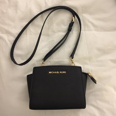 2f585dd23f30 @jaydez98. 6 months ago. Raleigh, United States. Authentic Michael Kors  Selma Mini Staffiano Leather CrossBody.