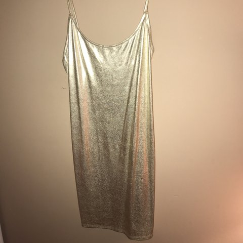 c92e8bee5e535 gold slip but fits like bodycon from forever 21! worn once! - Depop