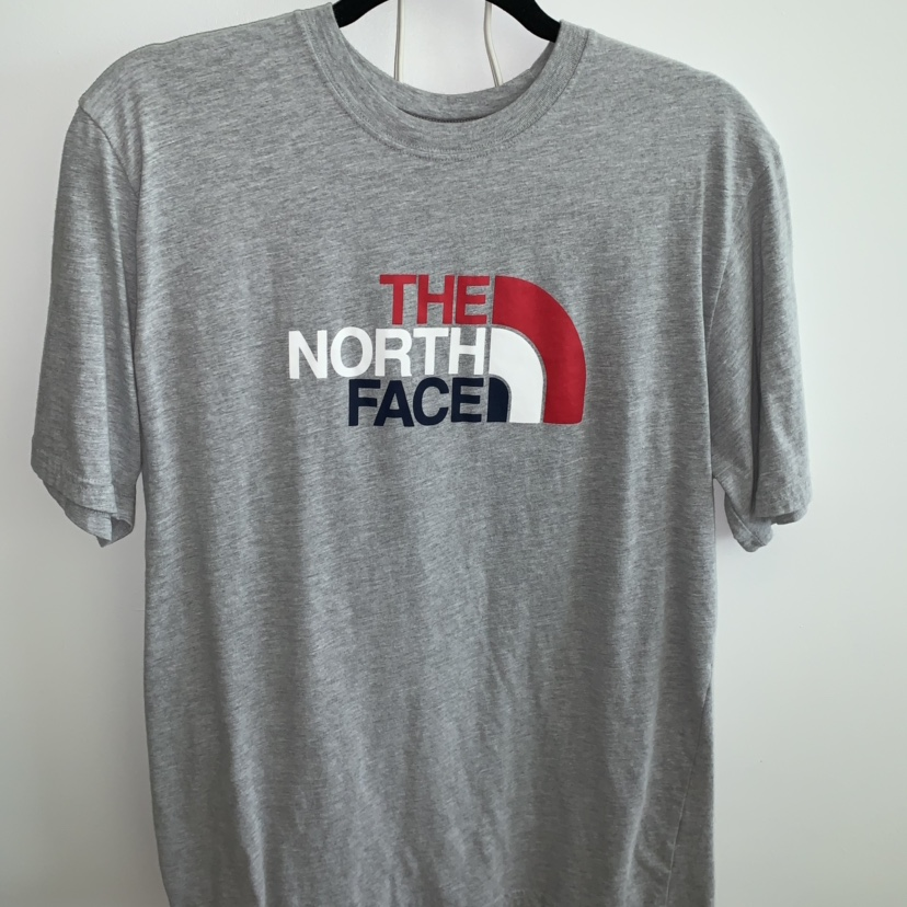 2f290160a29 THE NORTH FACE TEE T-SHIRT GREY RED WHITE BLUE - Depop